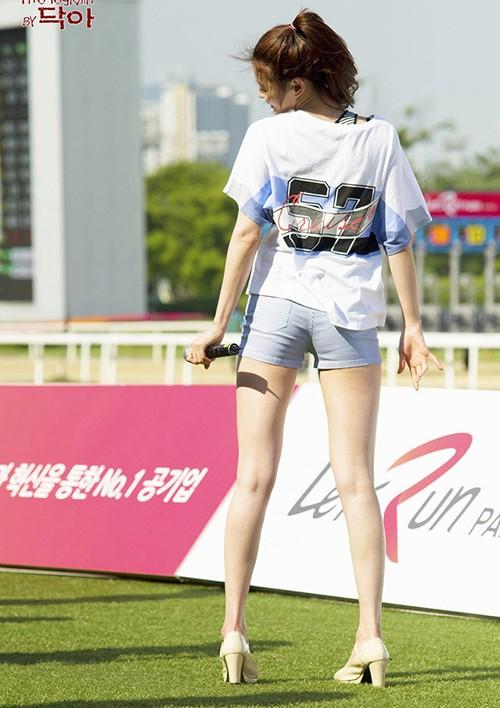 """Mỹ nhân phim """"Itaewon Class"""" gây sốt vì đôi chân cực phẩm khi mặc jeans ảnh 4"""