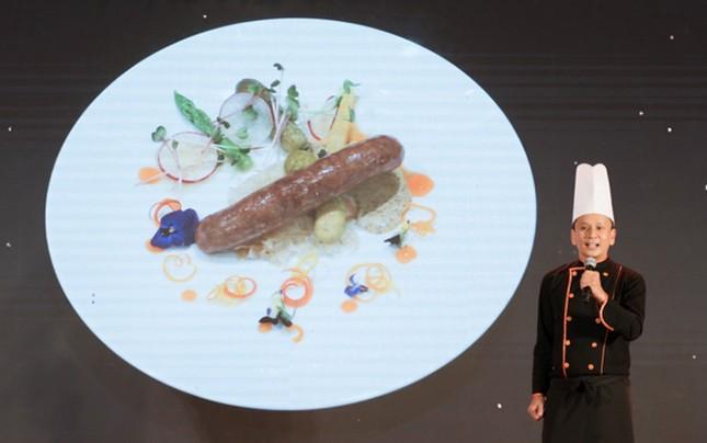 """Min và Vũ lên đồ """"chanh sả"""", sánh vai dự tiệc của giám khảo Junior Master Chef Alain Nguyễn"""
