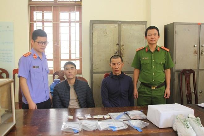 Hai người bị bắt khi chuyển ma túy từ Châu Âu về Việt Nam - ảnh 1