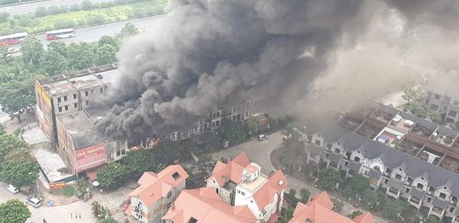 Dãy nhà tan hoang ở Thiên đường Bảo Sơn sau vụ cháy khủng khiếp - ảnh 2