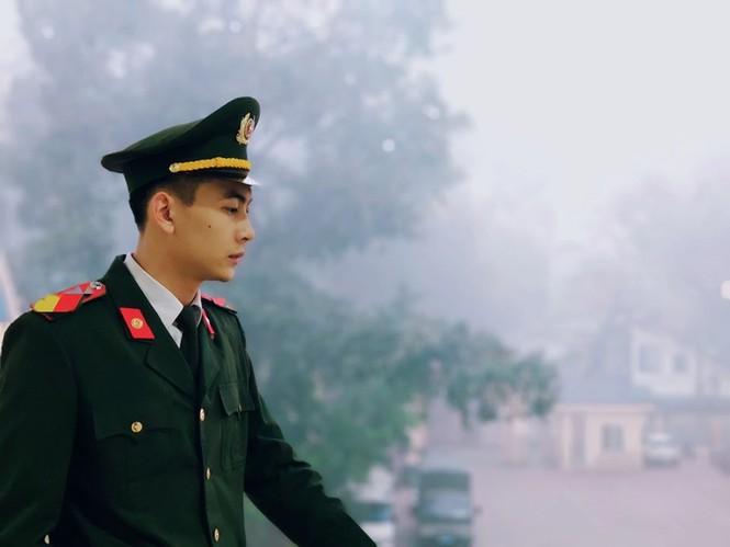Tham gia Chúng tôi là chiến sĩ, chàng cảnh vệ gây thương nhớ với ngoại hình cực điển trai - ảnh 1