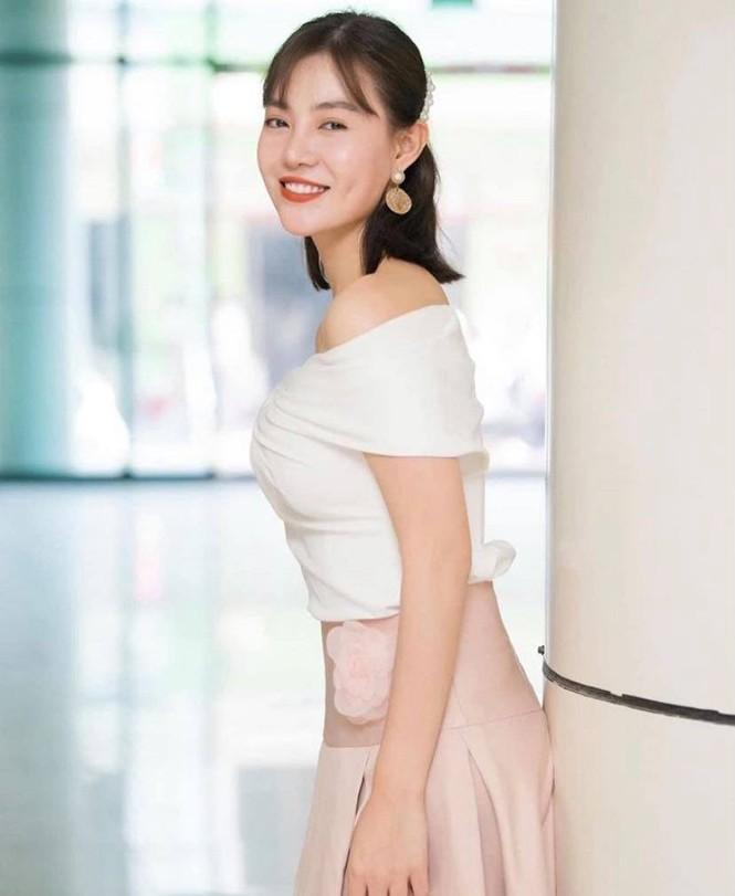 Showbiz 18/5: Lê Giang theo style Hiền Hồ, Hồng Nhung công khai bạn trai mới? - ảnh 13