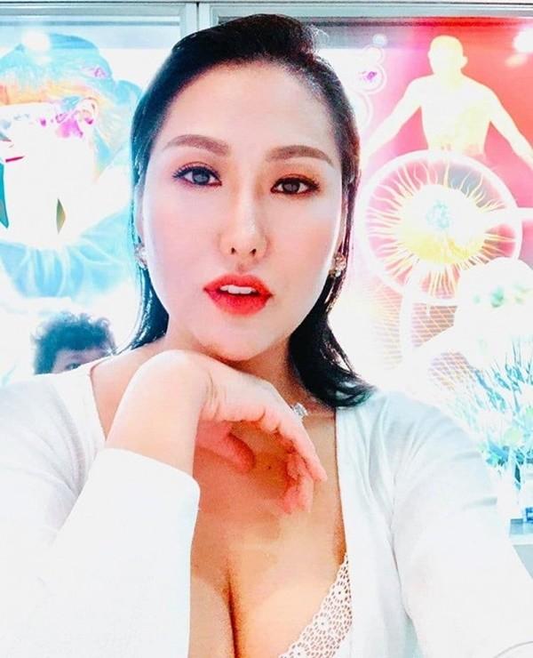 Showbiz 3/7: Chi Pu khoe body nuột nà hậu ồn ào với hội chị em - ảnh 11