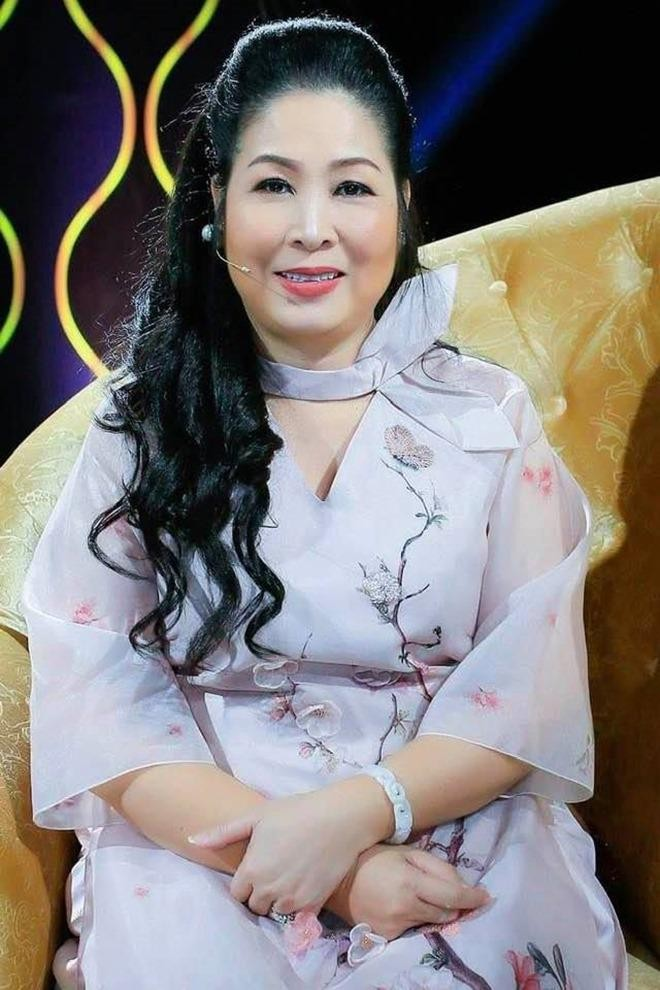 Showbiz 3/7: Chi Pu khoe body nuột nà hậu ồn ào với hội chị em - ảnh 7