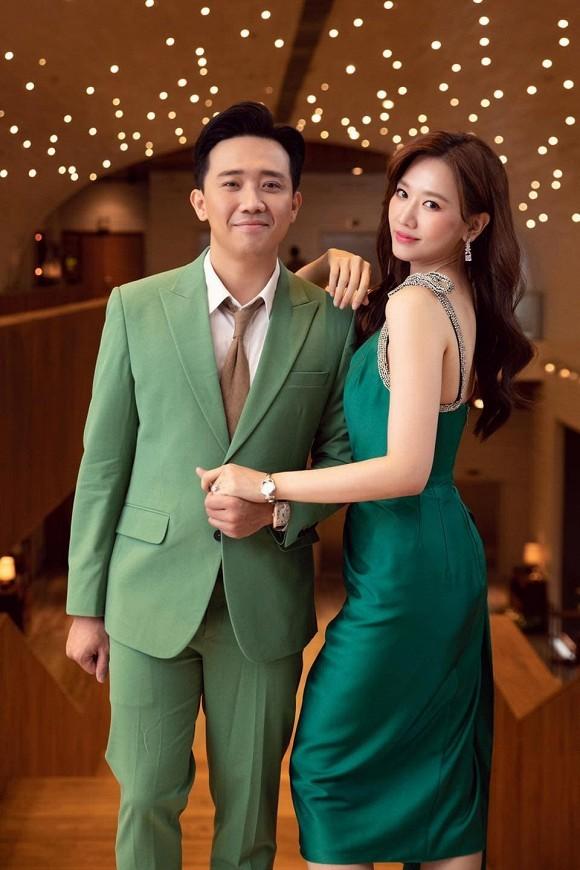 Sao Việt thi nhau đăng ảnh theo trào lưu cũ - mới; Bảo Anh bất ngờ hôn má Dương Triệu Vũ - ảnh 3