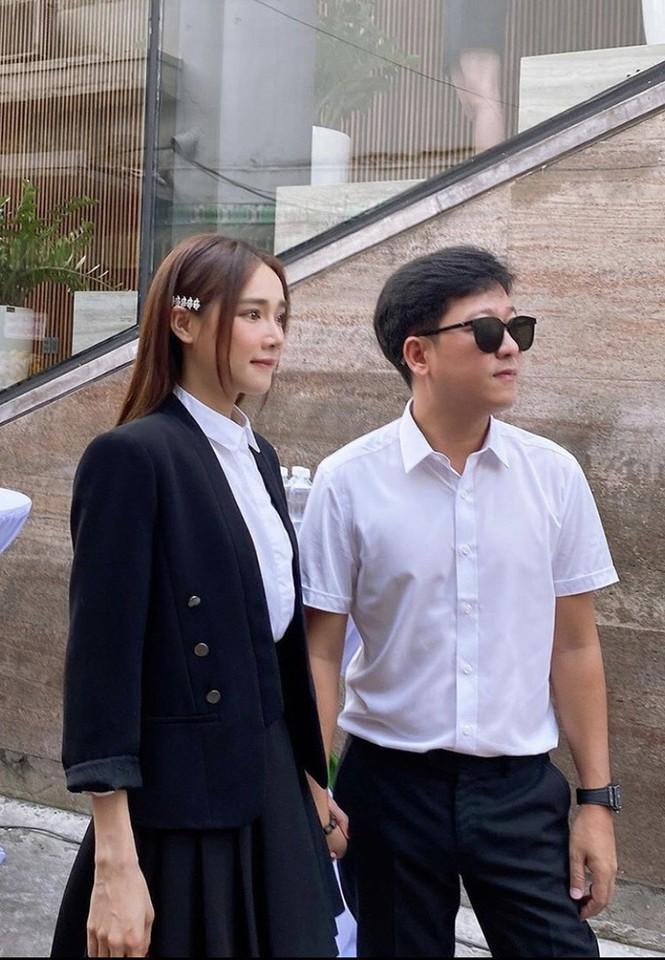 Sao Việt thi nhau đăng ảnh theo trào lưu cũ - mới; Bảo Anh bất ngờ hôn má Dương Triệu Vũ - ảnh 5