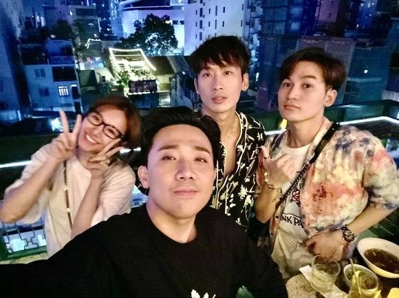 Kaity Nguyễn gợi cảm trong cảnh phim mới; Lâm Vỹ Dạ vui vẻ, lạc quan giữa cơn bão anti-fan - ảnh 1
