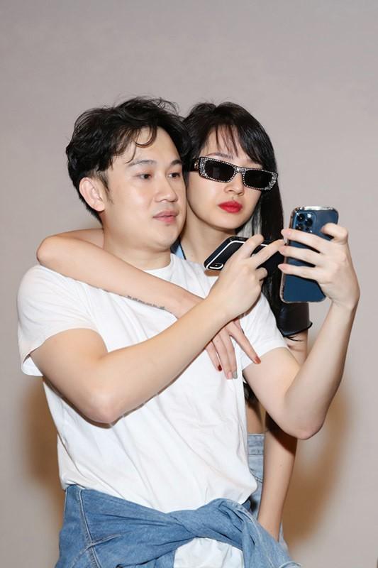 Kaity Nguyễn gợi cảm trong cảnh phim mới; Lâm Vỹ Dạ vui vẻ, lạc quan giữa cơn bão anti-fan - ảnh 2