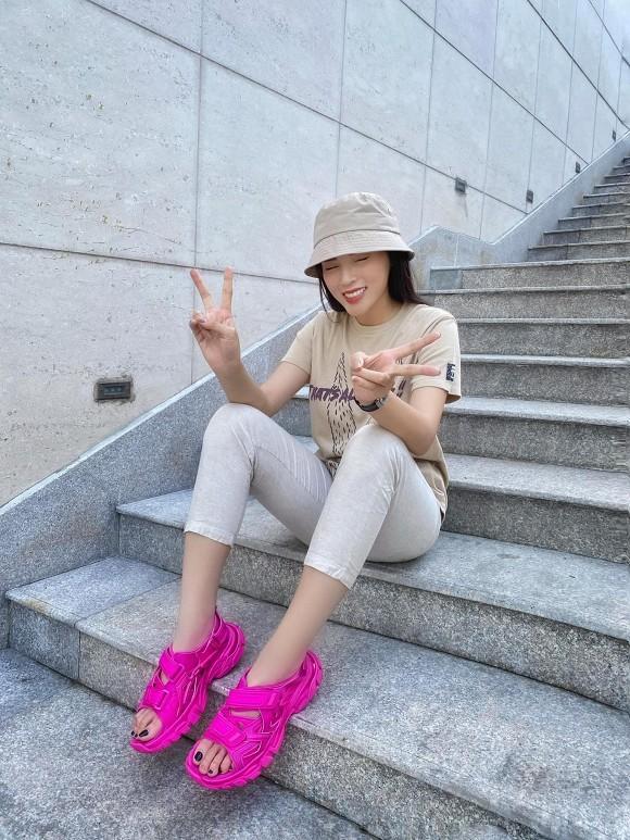 Kaity Nguyễn gợi cảm trong cảnh phim mới; Lâm Vỹ Dạ vui vẻ, lạc quan giữa cơn bão anti-fan - ảnh 8