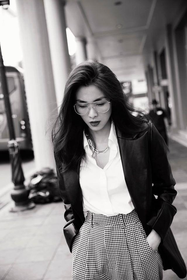 Tăng Thanh Hà hiếm hoi đăng ảnh bikini, 'đọ' độ gợi cảm với em chồng Tiên Nguyễn - ảnh 4