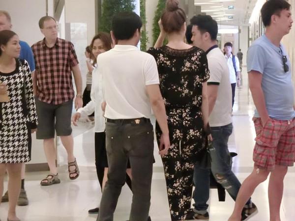 Lộ ảnh Hồ Ngọc Hà tay trong tay với người tình tin đồn ở Thái Lan - ảnh 5