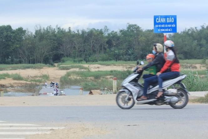Lội nước chúc Tết giữa lòng thành phố Quảng Ngãi - ảnh 2