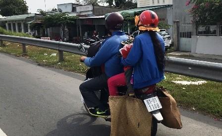 Người lao động đổ về Sài Gòn sau kỳ nghỉ Tết - ảnh 2