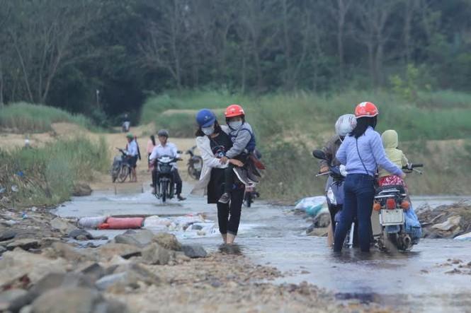 Lội nước chúc Tết giữa lòng thành phố Quảng Ngãi - ảnh 6