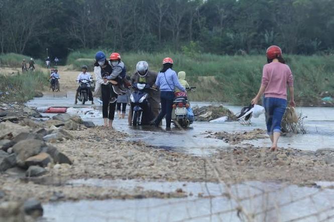 Lội nước chúc Tết giữa lòng thành phố Quảng Ngãi - ảnh 7