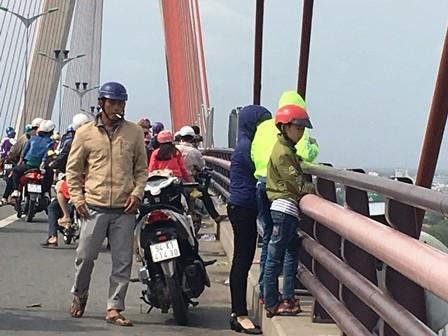 Người lao động đổ về Sài Gòn sau kỳ nghỉ Tết - ảnh 7