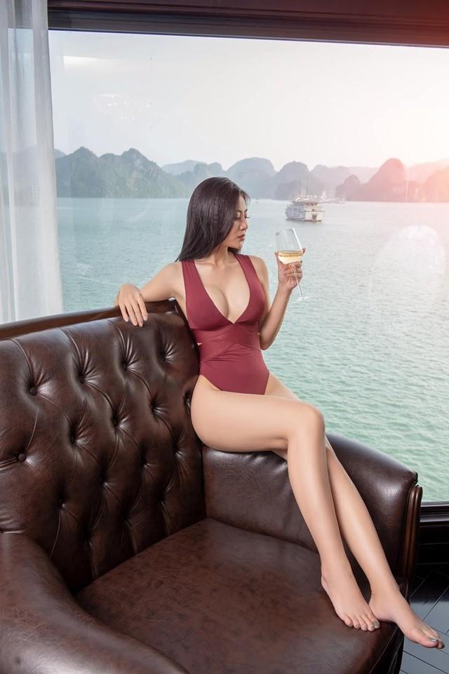 Thanh Hương 'Lan Cave' tung ảnh bikini khoe vòng 1 căng đầy - ảnh 6