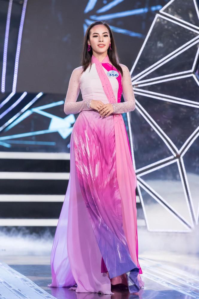 Thí sinh chung khảo phía Bắc Miss World VN khoe đường cong quyến rũ với áo dài - ảnh 8