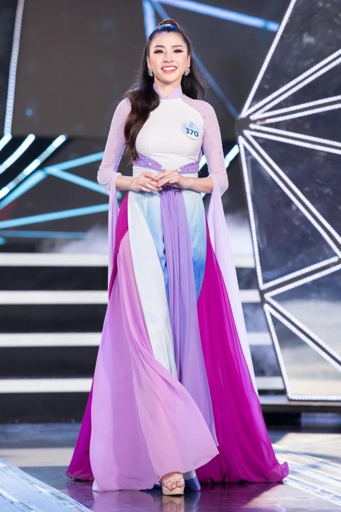 Thí sinh chung khảo phía Bắc Miss World VN khoe đường cong quyến rũ với áo dài - ảnh 9