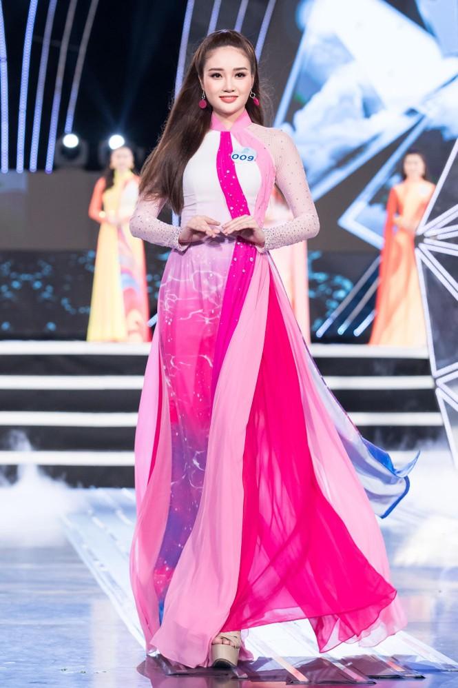 Thí sinh chung khảo phía Bắc Miss World VN khoe đường cong quyến rũ với áo dài - ảnh 11