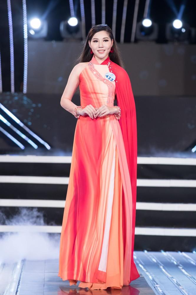 Thí sinh chung khảo phía Bắc Miss World VN khoe đường cong quyến rũ với áo dài - ảnh 12