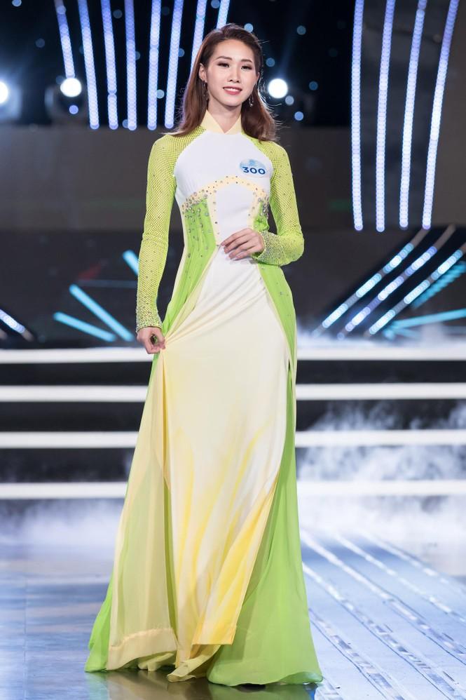 Thí sinh chung khảo phía Bắc Miss World VN khoe đường cong quyến rũ với áo dài - ảnh 14