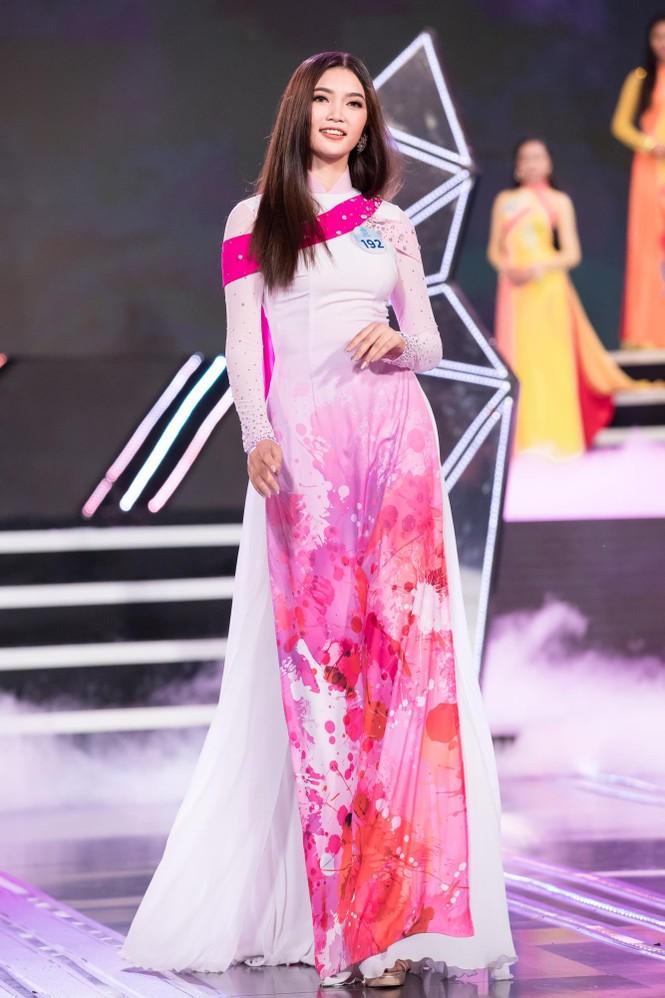 Thí sinh chung khảo phía Bắc Miss World VN khoe đường cong quyến rũ với áo dài - ảnh 1