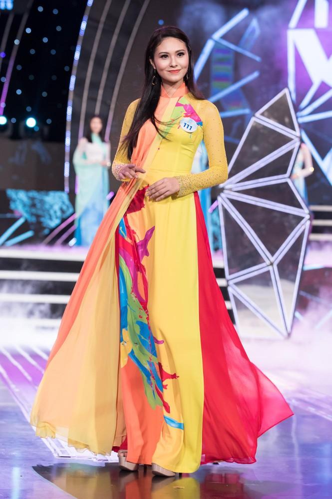 Thí sinh chung khảo phía Bắc Miss World VN khoe đường cong quyến rũ với áo dài - ảnh 3