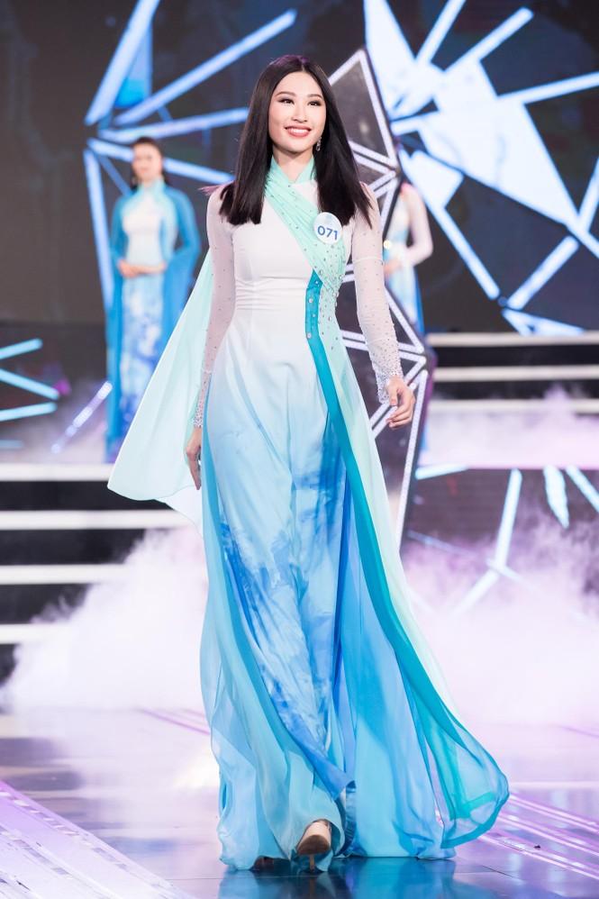 Thí sinh chung khảo phía Bắc Miss World VN khoe đường cong quyến rũ với áo dài - ảnh 4
