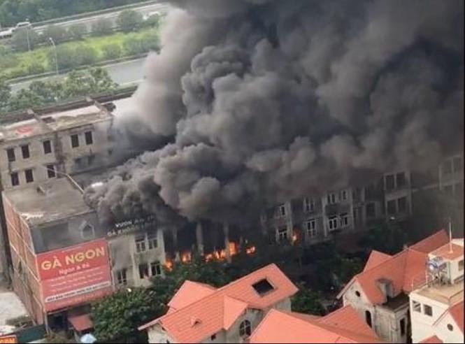 Dãy nhà tan hoang ở Thiên đường Bảo Sơn sau vụ cháy khủng khiếp - ảnh 1