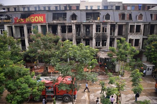 Dãy nhà tan hoang ở Thiên đường Bảo Sơn sau vụ cháy khủng khiếp - ảnh 21