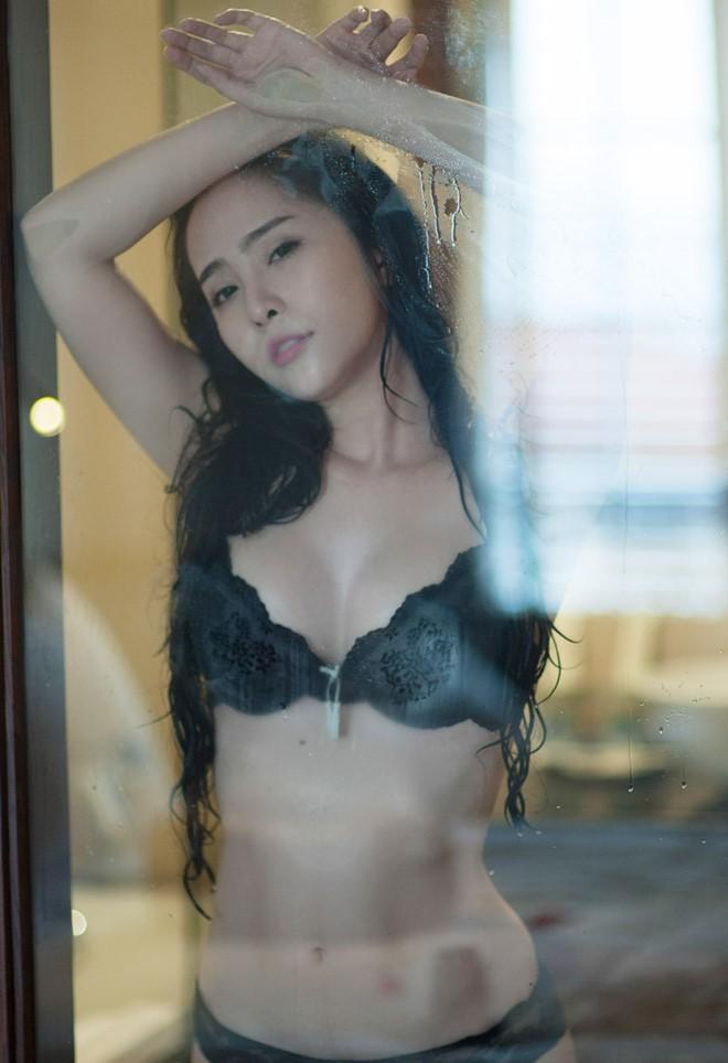 Diện bikini khoe vòng eo 55cm, Quỳnh Nga khiến fan dụi mắt vài lần - ảnh 6