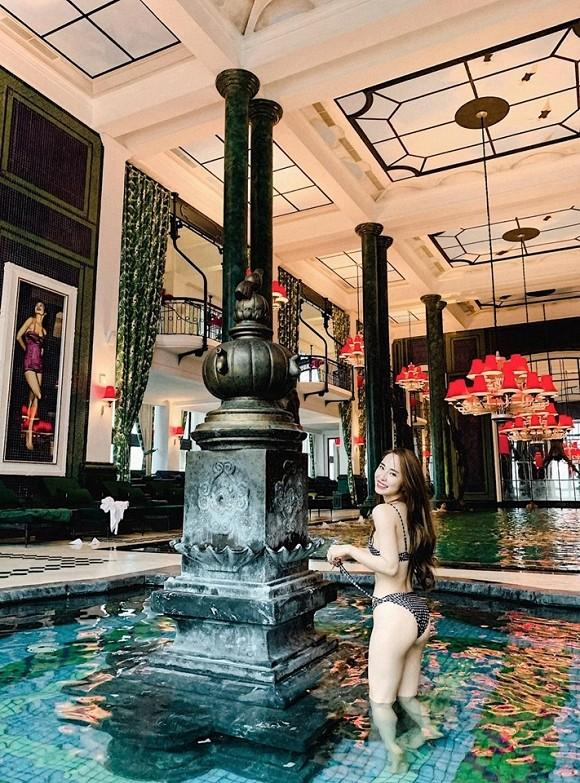 Diện bikini khoe vòng eo 55cm, Quỳnh Nga khiến fan dụi mắt vài lần - ảnh 2