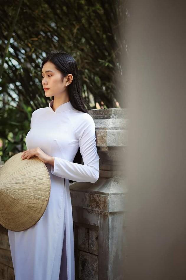 Nhan sắc đài các của cô gái 18 tuổi 'miền gái đẹp' thi Hoa hậu Việt Nam 2020  - ảnh 6