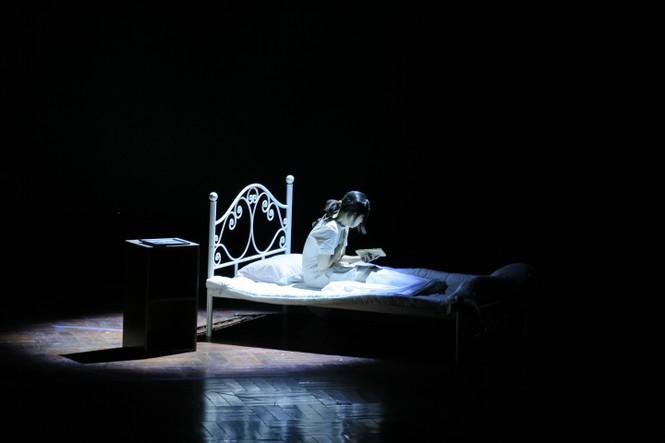 Lạc giữa hai thế giới thực và ảo với vở nhạc kịch English Performance  - ảnh 1