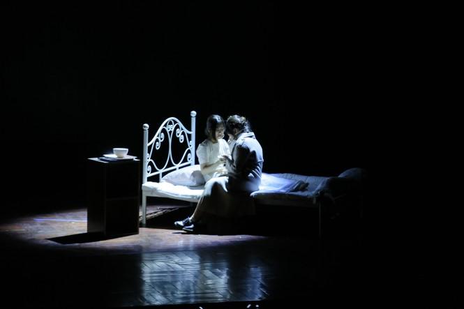 Lạc giữa hai thế giới thực và ảo với vở nhạc kịch English Performance  - ảnh 2