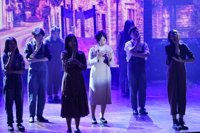 Lạc giữa hai thế giới thực và ảo với vở nhạc kịch English Performance  - ảnh 5