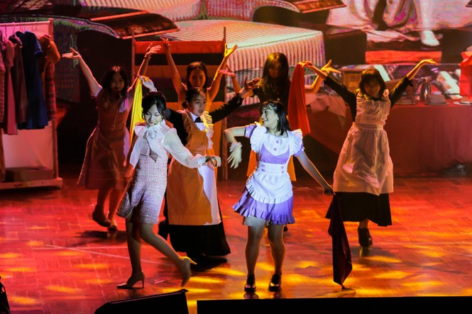 Lạc giữa hai thế giới thực và ảo với vở nhạc kịch English Performance  - ảnh 4