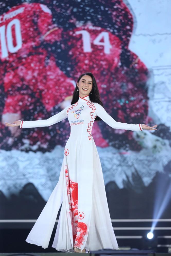 Top 35 khoe đường cong thể hình với áo dài tại Chung kết Hoa hậu Việt Nam 2020 - ảnh 19