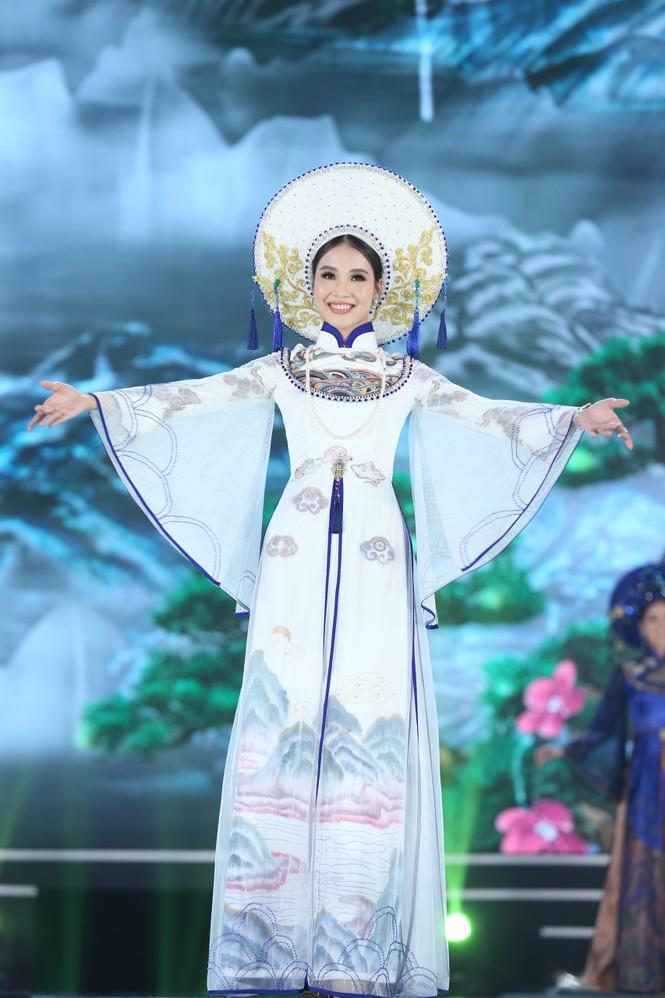 Top 35 khoe đường cong thể hình với áo dài tại Chung kết Hoa hậu Việt Nam 2020 - ảnh 13