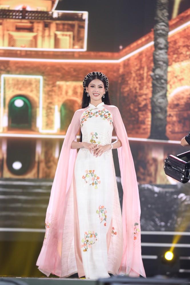 Top 35 khoe đường cong thể hình với áo dài tại Chung kết Hoa hậu Việt Nam 2020 - ảnh 3