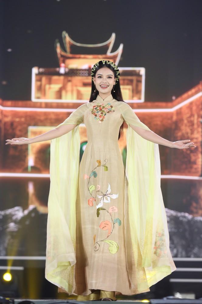 Top 35 khoe đường cong thể hình với áo dài tại Chung kết Hoa hậu Việt Nam 2020 - ảnh 4