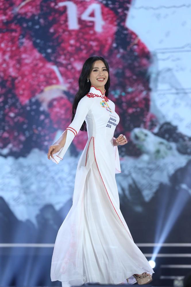 Top 35 khoe đường cong thể hình với áo dài tại Chung kết Hoa hậu Việt Nam 2020 - ảnh 20