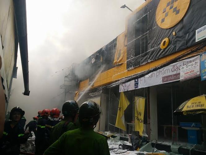 TPHCM: Cháy lớn siêu thị Thế Giới Di Động - ảnh 4