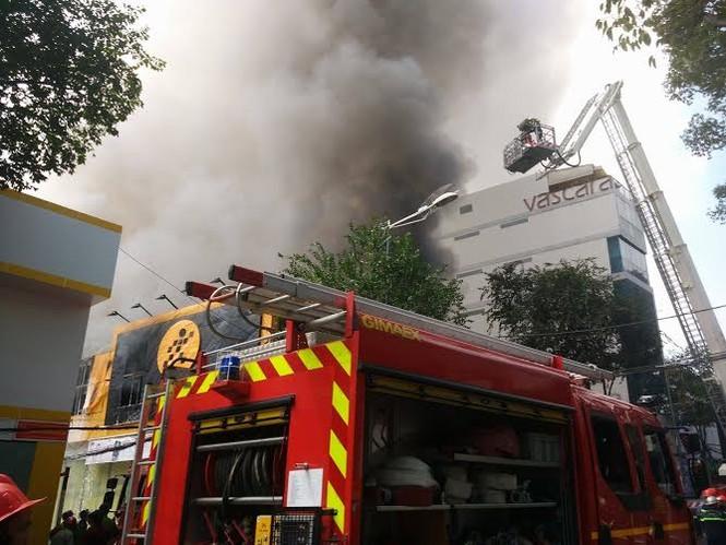TPHCM: Cháy lớn siêu thị Thế Giới Di Động - ảnh 5