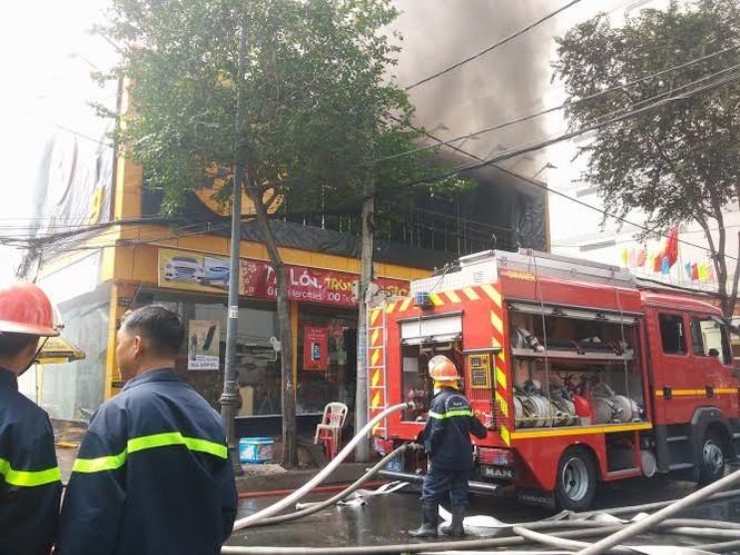 TPHCM: Cháy lớn siêu thị Thế Giới Di Động - ảnh 1
