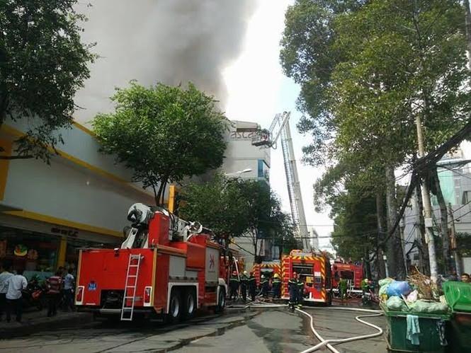 TPHCM: Cháy lớn siêu thị Thế Giới Di Động - ảnh 2