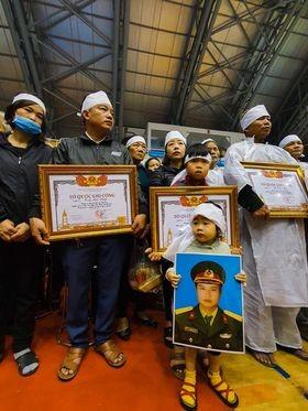 Rưng rưng lễ tang 22 chiến sĩ hy sinh tại Quảng Trị - ảnh 32