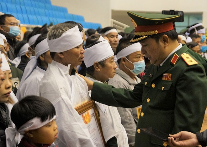 Rưng rưng lễ tang 22 chiến sĩ hy sinh tại Quảng Trị - ảnh 29