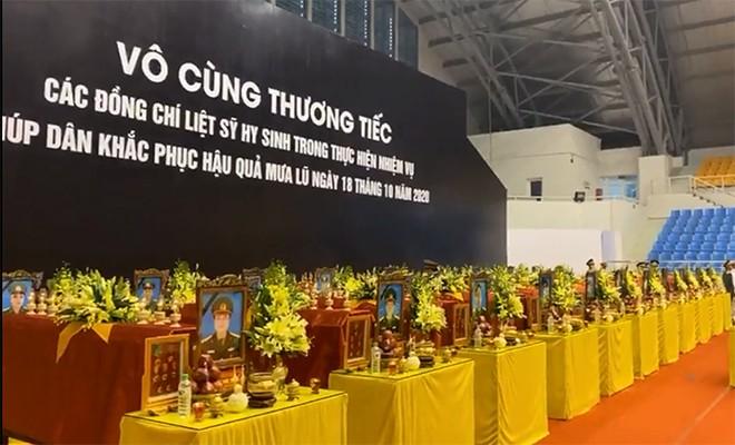 Rưng rưng lễ tang 22 chiến sĩ hy sinh tại Quảng Trị - ảnh 33